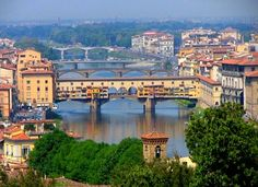 I chose a picture of toscane because I think it's the most beautiful place on earth i've seen now. You see a very famous bridge.