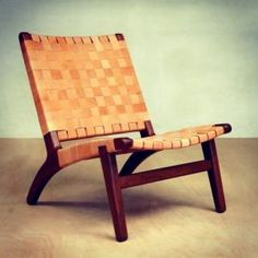 Our popular modern armless lounge chair in Barley leather, hand-wrapped around a sustainably harvested hardwood frame in a classic Scandinavian lounge chair design. We build each chair by hand. Style Surf, Mid Century Leather Chair, Style Lounge, Modern Lounge, Danish Modern Furniture, Midcentury Modern, Modern Rustic Decor, Lounge Chair Design, Lounge Chairs