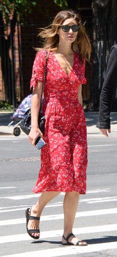 Phoebe Tonkin in Jeanne Damas dress at NYC on June 9, 2016 #streetstyle #streetfashion