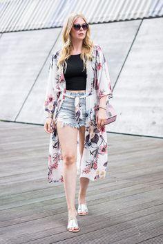 Kimono mit Blumenmuster – Sommer Outfit