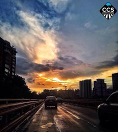 Te presentamos la selección del día: <<ATARDECERES>> en Caracas Entre Calles. ============================  F E L I C I D A D E S  >> @karlalanao << Visita su galeria ============================ SELECCIÓN @luisrhostos TAG #CCS_EntreCalles ================ Team: @ginamoca @huguito @luisrhostos @mahenriquezm @teresitacc @marianaj19 @floriannabd ================ #atardecer #1atardecervenezolano #Caracas #Venezuela #Increibleccs #Instavenezuela #Gf_Venezuela #GaleriaVzla #Ig_GranCaracas…