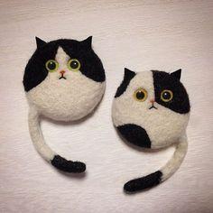 "79 Likes, 9 Comments - mako (@mosscat25) on Instagram: ""はちわれも。 #cat #bicolorcat #はちわれ猫 #needlefelted #needlefelting #felted #felting #羊毛フェルト #ニードルフェルト"""