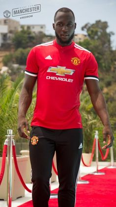 "Romelu Lukaku, Manchester United ""The shinning"" 🤣 I Love Manchester, Manchester United Images, Manchester United Players, Luke Shaw, Match Of The Day, Soccer Skills, Professional Football, Man United, Football Fans"