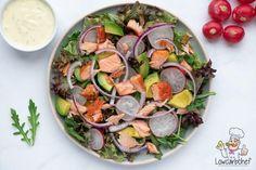 Deze salade met gerookte zalm en avocado is lekker, voedzaam en gezond. De salade is super makkelijk om te maken en binnen 10 minuten klaar. #koolhydraatarm #keto #salade #zalm Healthy Salads, Healthy Eating, Healthy Recipes, Veggie Dishes, Soul Food, Brunch, Food And Drink, Veggies, Low Carb