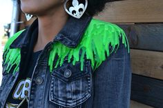 The Best Street Style from Fun Fun Fun Fest Diy Clothes Tutorial, Diy Clothes Refashion, Diy Clothing, Diy Goth Clothes, Clothes Crafts, Custom Clothes, Aliens, Grunge Jeans, Punk Jackets