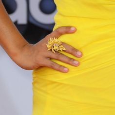 Hannah Simone wearing a gold Lorraine Schwartz leaf ring at the #Emmys2012