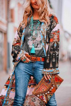 Let's go boho chic! With this amazing bohemian style kimono called the Let's Dance Robe from FreePeople you will turn heads! Kimono Fashion, Cute Fashion, Trendy Fashion, Boho Fashion, Fashion Design, Fashion Trends, Fashion Ideas, Fashion Types, Romantic Fashion
