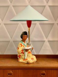 Vintage Wiener Türkis Tischlampe lesende Geisha |Chinesische Frau Figur von Carli Bauer, 1950er von RemoVintage auf Etsy Chinese Lamps, Vintage Table, Geisha, Environment, Table Lamp, Lighting, Etsy, Home Decor, Large Lamps