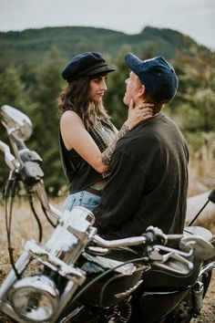 Love this couple's casual edgy engagement photo style | Image by Dawn Photography