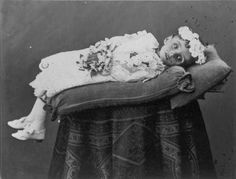 dead people pictures | Memento Mori ~Victorian Era Postmortem Photography | Ostrobogulous ...