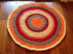 Alfombra Material: totora Técnica crochet