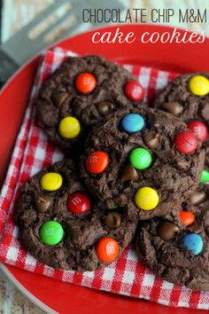 Chocolate Chip M&M Cake Cookies on { lilluna.com } #cookies