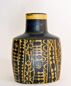 Alumina - Royal Copenhagen - Nils Thorsson Black and Yellow BACA Bottle  724/3207    A beautiful piece of fajance ware from the BACA 1960's range by Nils Thorsson    Ovoid in shape - a lovely piece    Bold black and yellow geometric motif    14cm tall x 6.5 cm deep