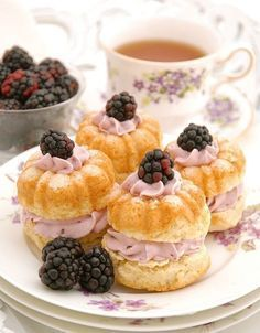 Cream Tea Scones with Blackberry Whipped Cream Cream Tea Scones with Blackberry Whipped Cream! These are the perfect scones for a summer tea party and look so pretty when served on some lovely vintage plates Source: www. Delicious Desserts, Dessert Recipes, Tea Party Desserts, Tea Party Recipes, Tea Party Snacks, Tea Time Recipes, Tea Party Cakes, Food For Tea Party, Party Appetizers