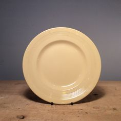 Vintage Ceramic Wood's Ware Jasmine Yellow Dinner Plate 23 cm  £5.00 Popular from the 1940's this Beryl Ware from classic English pottery company Woods and Son is the perfect hint to vintage crockery with its clean shape and minimalist detail.  Dimensions  Diameter 23cm