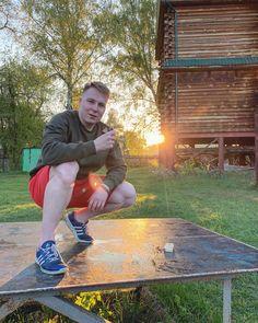 Серьезные щи vs Дымный мо ⠀ P.S. Сигареты не курю и даже не пробовал🌚 ⠀ #novokuznetsk #sunrise #morning #people #spring #agameoftones #smoke #portrait #500px #adobe #color Instagram Accounts