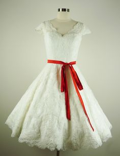 1950's inspired tea length lace wedding dress.... sumptuous!