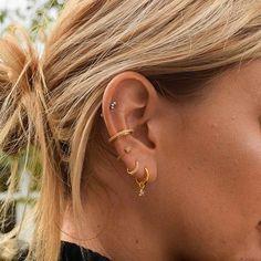 Fake Piercing, Bijoux Piercing Septum, Pretty Ear Piercings, Ear Peircings, Cartilage Piercings, Rook Piercing, Ear Piercings Chart, Ear Jewelry, Ear Piercings