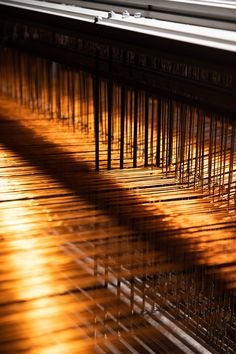 Preparing a 100% copper threads warp for our metal and fiber rugs #Copper #MetalRug #Rugs Blinds, Fiber, Copper, Rugs, Metal, Home, Decor, Farmhouse Rugs, Decoration
