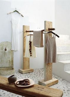 recycled wood creations - from marie claire idees - Photo: Patrice de Grandry… Salvaged Wood, Recycled Wood, Clothing Displays, Diy Recycle, Home And Deco, Store Design, Rack Design, Design Design, Design Ideas