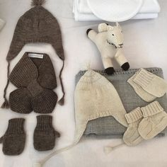 Are you stocked up on winter wear yet? #ptbaby @petitevigogne #babymittens