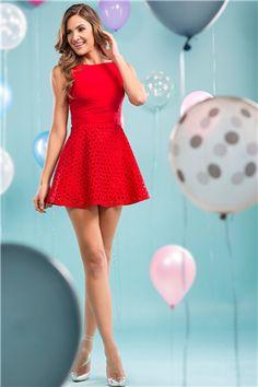 İroni Lazer Kesimli Kırmızı Mini Elbise