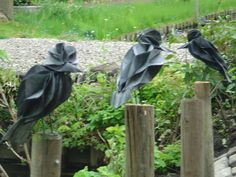 Birds made from old innertubes((chambres-a-air))