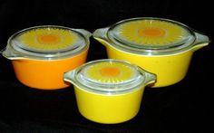 Vintage Pyrex yellow orange sunflower nesting bowls with lids!