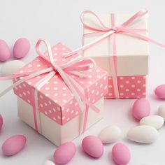 Add pretty polka dots to your wedding tables with the help of these beautiful Pink Polka Dot & White Silk Two Tone Favour Boxes
