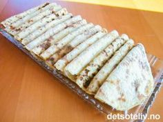 Potetmoslomper (Det søte liv) --- potatoe'lefse' - potatoe-flatbreads used to both sweet and savory dishes in Norway Savoury Dishes, Food To Make, Diy And Crafts, Food And Drink, Cooking Recipes, Sweets, Cheese, Snacks, Baking