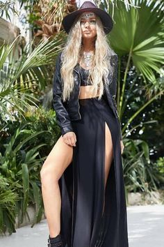 Look cool while you're caught-up crowd surfing with our show-stopping festival pieces. Black Maxi Skirt Outfit, Diy Maxi Skirt, Maxi Skirt Outfits, Boho Outfits, Fashion Outfits, Maxi Skirts, Denim Skirt, Fashion Tips, Festival Looks