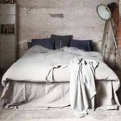 Check Out 20 Industrial Bedroom Designs. Industrial bedroom design is an urban signature that combines simplicity and authenticity. Industrial bedroom design incorporates utilitarian edge with rough textures and sometimes aged woods. Industrial Bedroom Design, Industrial Living, Industrial Interiors, Industrial Style, Vintage Industrial, Industrial Closet, Industrial Windows, Industrial Apartment, Industrial Pipe