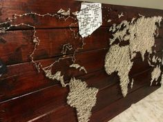 project - string and nail world map Create map wall art with a pallet, string, and nails.Create map wall art with a pallet, string, and nails. Wood World Map, World Map Wall Art, Map Art, String Art Diy, Diy Wall Art, Mens Wall Art, Pallet Wall Art, Nail String, Wall Decor