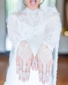 White henna lace pattern