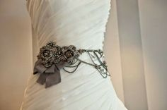 4 Lovely Wedding Day Accessories for You and Your Wedding Dress! -belt