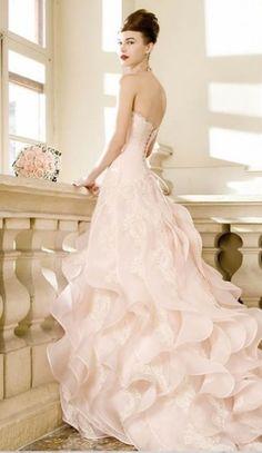 Abiti da sposa preziosi e romantici da principessa delle fiabe.