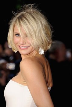 Hairstyles For Fine Hair - Sarah Jessica Parker - Page 12 Hair Beauty Galleries Marie Claire Click image for more. Bob Hairstyles For Fine Hair, Haircuts For Fine Hair, Hairstyles Over 50, Cool Haircuts, Messy Hairstyles, Hairstyle Ideas, Style Hairstyle, Beautiful Haircuts, Blonde Hairstyles