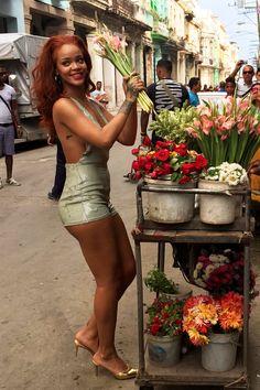 The beautiful Rihanna takes over Cuba & bares it all as she covers Vanity Fair magazine -November 2015 Estilo Rihanna, Rihanna Mode, Rihanna Riri, Rihanna Style, Beyonce, Sexy Outfits, Rihanna Outfits, Rihanna Photoshoot, Saint Michael