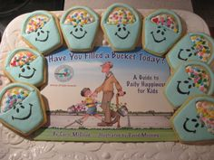 These bucket filler cookies are too cute! Great for a cookie party reward for when the class bucket is full! Whole Brain Teaching, Teaching Kids, Teaching Reading, Learning, Classroom Behavior, Classroom Decor, Classroom Discipline, Classroom Organization, Fill Your Bucket