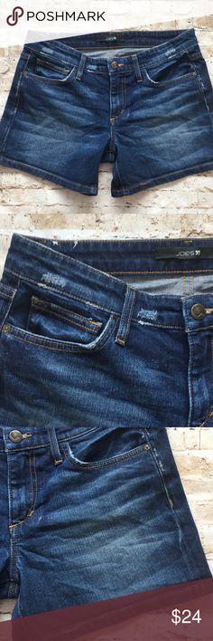 "Joes Darla Distressed Denim Jean Short Excellent condition Size 27  15 1/2 "" waist  13 "" long  4"" inseam 9"" rise  Flat measurements Non smoking environment💕 Joe's Jeans Shorts Jean Shorts"