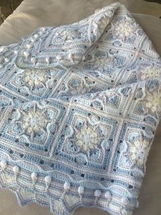 Crochet Afghans Ideas This baby blanket is worked in overlay crochet technique. - This baby blanket is worked in overlay crochet technique. Crochet Square Patterns, Crochet Squares, Crochet Blanket Patterns, Crochet Blankets, Granny Squares, Afghan Patterns, Crochet Afgans, Baby Afghan Crochet, Crochet Granny