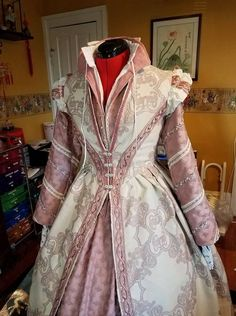 Real Life Inspirations: Titanic Clothing Titanic Clothing is based off of Byzantine and Century Italian clothing. Titanic clothing tends to have high necklines, and loose sleeves are tied. Medieval Gown, Renaissance Costume, Renaissance Dresses, Renaissance Fashion, Medieval Clothing, Historical Clothing, Elizabethan Gown, Italian Renaissance Dress, Tudor Costumes