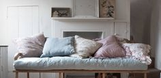 Shabby Chic: The Official Rachel Ashwell Shabby Chic Couture Site Shabby Chic Living Room, Shabby Chic Interiors, Shabby Chic Furniture, Shabby Chic Decor, Shabby Chic Couture, Secret Rooms, Tiny Spaces, Lounge Sofa, Tiny House Living