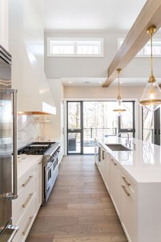 Beautiful all white kitchen with wood beams and extra long kitchen island - kitchen remodel - kitchen ideas - kitchen design - kitchen decor - kitchen lighting - kitchen island ideas - modern kitchen Kitchen Cabinet Remodel, White Kitchen Cabinets, Kitchen White, Gold Kitchen, Kitchen Backsplash, Kitchen Counters, Kitchen Cabinetry, Backsplash Ideas, Kitchen Appliances