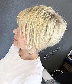 Finely Chopped Buttery Blonde Pixie The long pixie hair cut is almost a bob with volume on top and thinned out ends. The wispy feel of finely chopped strands is played up by the subtle buttery blonde balayage added to the platinum blonde base. Long Pixie Hairstyles, Thin Hair Haircuts, Hairstyles Haircuts, Hairstyle Short, Short Haircuts, Layered Hairstyles, Blonde Hairstyles, Stylish Hairstyles, Beautiful Hairstyles