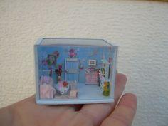 Casa de muñecas--miniaturas--escena escala 1/144--Habitación pequeño salón o cuarto de estar shabby en azul de Cantimpalominiaturas en Etsy