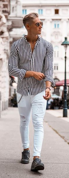 Mens fashion trends - 40 Evergreen Vertical Striped Shirt Outfits For Men Outfit Jeans, Shirt Outfit, Casual Outfits, Men Casual, Fashion Outfits, Casual Shirts For Men, Casual Shoes, Outfits With Striped Shirts, Vertical Striped Shirt