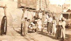 مع أجواء العيد في محلة باب الشيخ عام 1921 Baghdad Iraq, Historical Pictures, Vintage Pictures, Advertising Design, Old Photos, Islam, Buildings, The Past, History