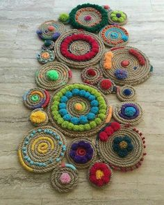 Discover thousands of images about Inspire-se nesse tapete super criativo. Crafts To Make, Arts And Crafts, Diy Crafts, Embroidery Patterns, Hand Embroidery, Rope Rug, Jute Crafts, Weaving Techniques, Etsy
