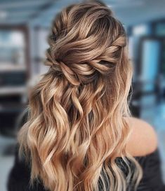 Blown away with these 57 Beautiful Messy wedding hair ,textured updo, half up half down bridal hairstyles weddinghair weddingupdo weddinghairstyle weddinginspiration bridalupdo 634866878700332888 Messy Wedding Hair, Wedding Hair And Makeup, Half Up Wedding Hair, Wedding Updo, Best Wedding Hairstyles, Easy Hairstyles, Hairstyle Ideas, Gorgeous Hairstyles, Bridal Hairstyles Down